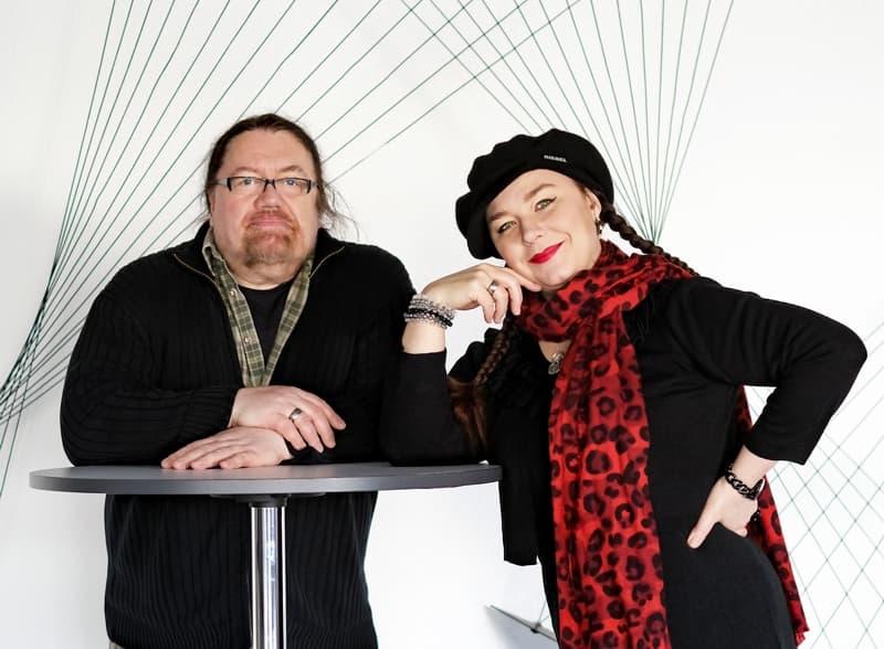 Marina Tamássy (Gesang & Rezitation) und Wolfgang Marschall (Satire-Texte)